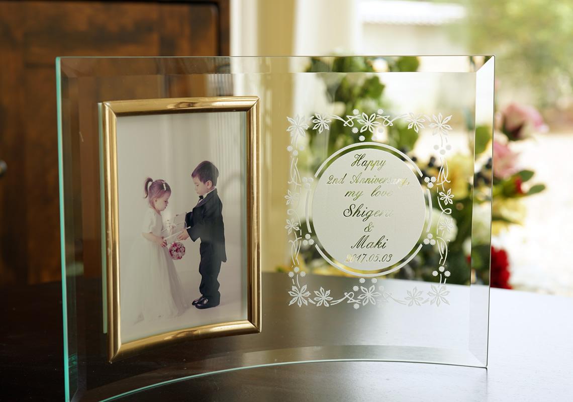 二人の記念日を永遠に刻むガラスのフォトフレーム