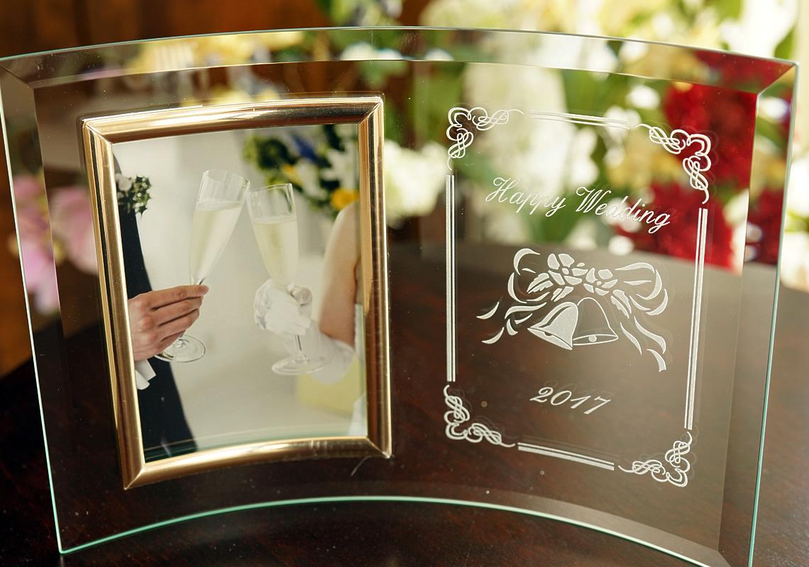 結婚祝いの名入れ写真立て