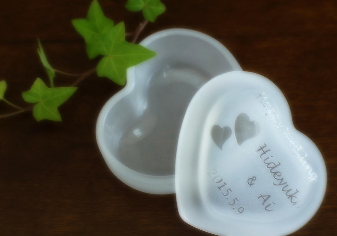 結婚祝いの名入れガラスケース