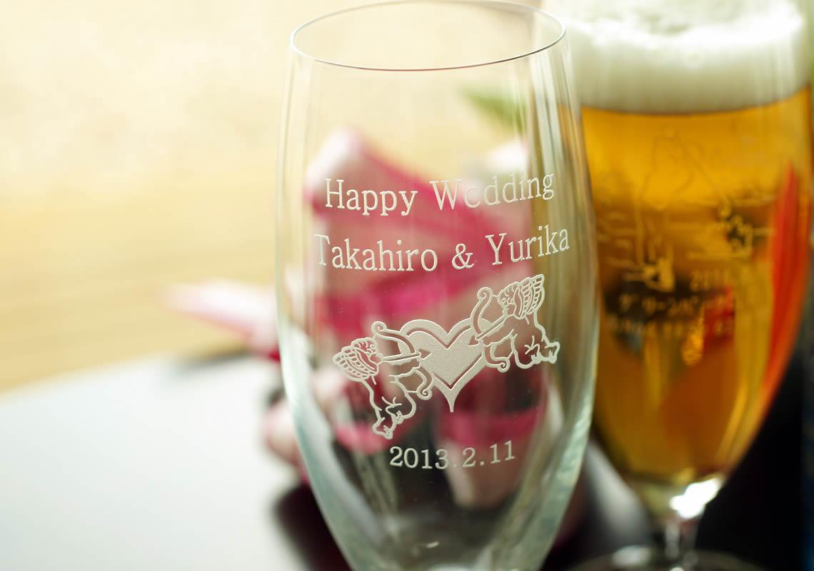 結婚祝いのビールグラス