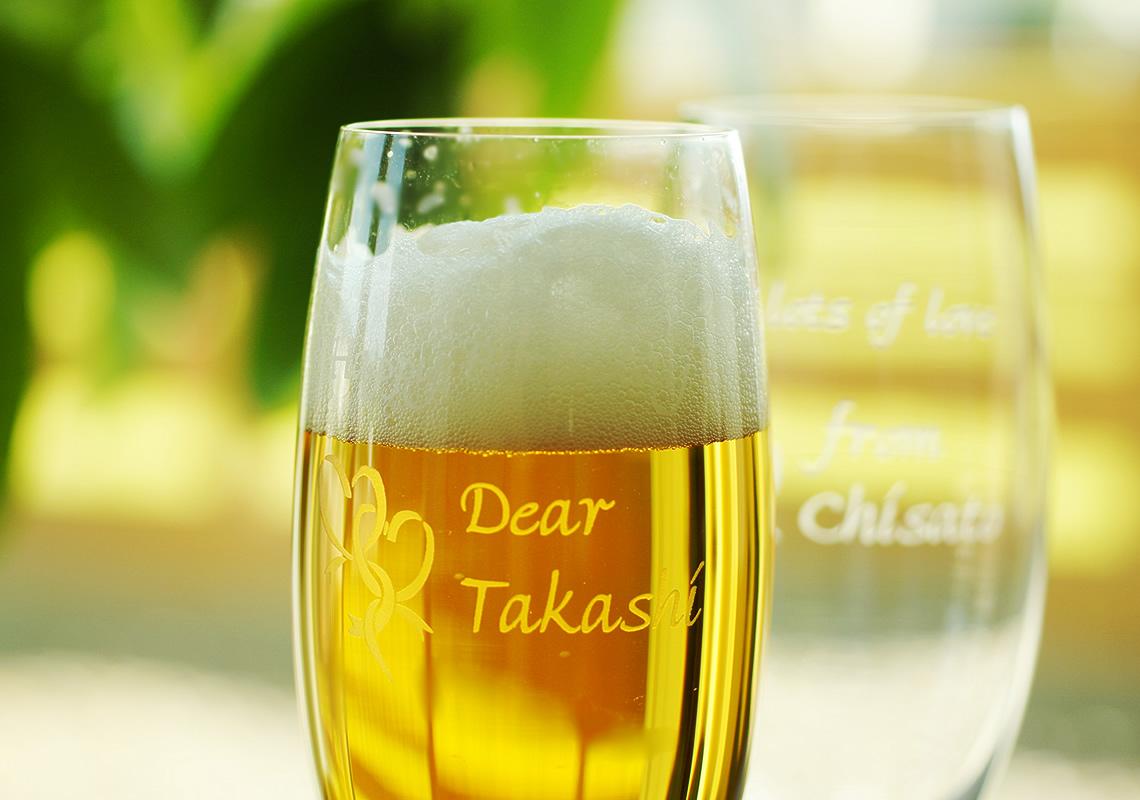 真珠婚祝いのビールグラス