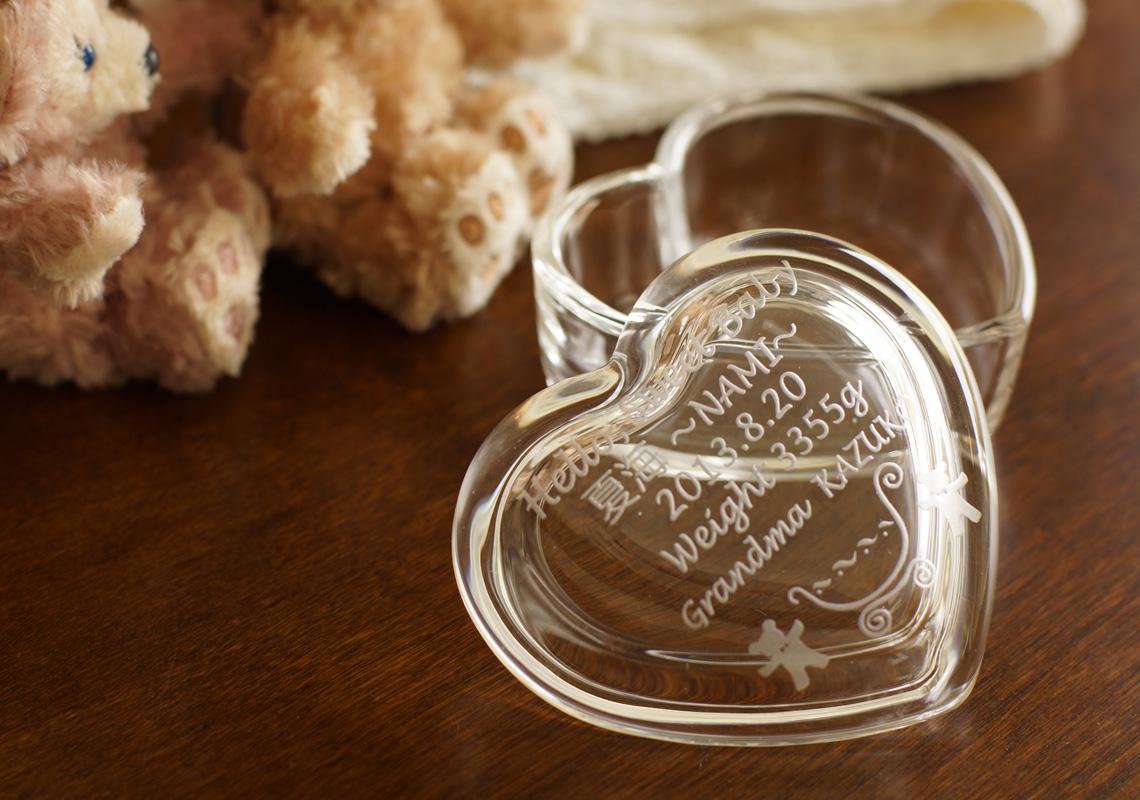出産祝いのガラスケース
